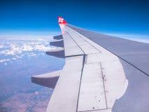 SEOUL COREIA DO SUL 18 DE ABRIL DE 2018: AirAsia aplana o voo no céu sobre o aeroporto internacional de Incheon, Seoul o 18 de ab Fotografia de Stock Royalty Free