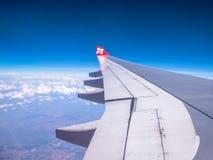 SEOUL COREIA DO SUL 18 DE ABRIL DE 2018: AirAsia aplana o voo no céu sobre o aeroporto internacional de Incheon, Seoul o 18 de ab Imagens de Stock