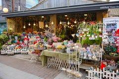 Seoul, Coreia do Sul - 16 de dezembro de 2015: Florista na zona da compra em Coreia Fotografia de Stock Royalty Free