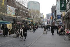 Seoul, Coreia do Sul - 4 de janeiro de 2019: Rua principal de Insadong, Seoul, Coreia do Sul foto de stock royalty free