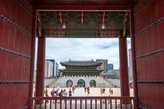 SEOUL, COREIA DO SUL - 17 DE JULHO: Turistas que tomam fotos Fotos de Stock