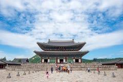 SEOUL, COREIA DO SUL - 17 DE JULHO: Turistas que tomam fotos Imagem de Stock