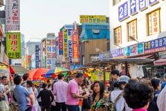 SEOUL, COREIA DO SUL - 16 DE MAIO: Mercado de Namdaemun em Seoul Foto de Stock Royalty Free