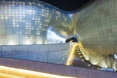 SEOUL, COREIA DO SUL - 15 DE MARÇO: Plaza do projeto de Dongdaemun Imagens de Stock Royalty Free