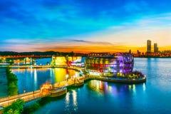 SEOUL - 7 de maio: Colorido da ilha de flutuação de Seoul É uma ilha artificial situada em Han River Foto tomada o 7 de maio de 2 fotografia de stock royalty free