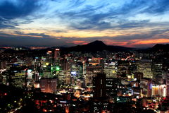 Seoul an der Dämmerung Lizenzfreie Stockbilder