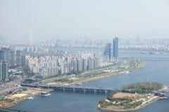 SEOUL KOREA - APRIL 24, 2015: Sikt av Seoul från 63 som bygger Arkivbild