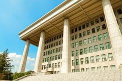 SEOUL, KOREA - 14. AUGUST 2015: Nationalversammlung Verfahrenshall - südkoreanisches Republikkapitol - gelegen auf Yeouido-Insel  Lizenzfreie Stockfotos