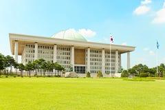 SEOUL, KOREA - 14. AUGUST 2015: Südkoreanisches Kapitol - die Nationalversammlung Verfahrenshall - gelegen auf Yeouido-Insel - Se Stockfoto
