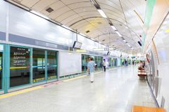 SEOUL, KOREA - AUGUST 12, 2015: People waiting for the last train on a subway platform - Seoul, South Korea Royalty Free Stock Photography