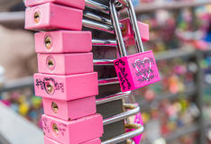 SEOUL - 28. MÄRZ: Liebesvorhängeschlösser an Turm N Seoul Lizenzfreie Stockbilder