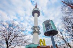 SEOUL - 28. MÄRZ: Turm N Seoul gelegen Lizenzfreie Stockfotografie