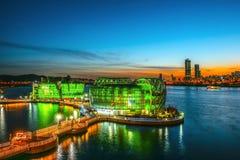 SEOUL - 7 maggio: Variopinto dell'isola di galleggiamento di Seoul È un'isola artificiale situata nel fiume Han Foto presa il 7 m fotografie stock libere da diritti