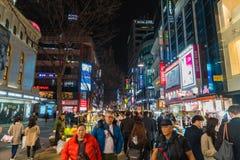 SEOUL - Mars 7: Mars 7, 2016 för Myeong-Dong neonljus i Seoul, Arkivbild