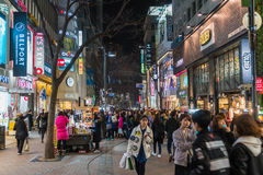 SEOUL - Mars 7: Mars 7, 2016 för Myeong-Dong neonljus i Seoul, Royaltyfria Foton
