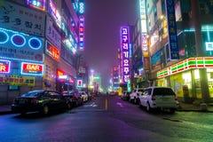 SEOUL - Mars 5 2016: Siheung neonljus i Seoul, Sydkorea Arkivfoton