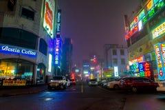 SEOUL - Mars 5 2016: Siheung neonljus i Seoul, Sydkorea Royaltyfri Foto