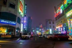 SEOUL - Mars 5 2016: Siheung neonljus i Seoul, Sydkorea Arkivbild