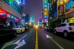 SEOUL - Mars 5 2016: Siheung neonljus i Seoul, Sydkorea royaltyfria foton