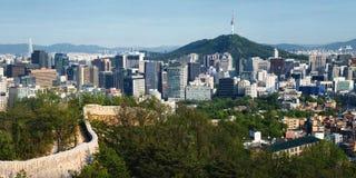 Seoul panorama och historisk fästningvägg Fotografering för Bildbyråer