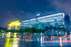 SEOUL, SÜDKOREA - 16. AUGUST 2015: Rathaus-Gebäude von Seoul-Stadtregierung schoss nachts am 16. August 2015 Stockbild