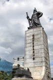 Seoul, Südkorea, hohe Statue von General Yi Sonnen-Shin, das unten über der Stadt schaut Lizenzfreies Stockfoto