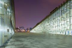 SEOUL, SÜDKOREA - 28. MÄRZ 2017: Nachtaufnahme der Untertagebibliothek der Universität der Ewha-Frau - Seoul, Südkorea, am 2. Mär Lizenzfreie Stockfotografie