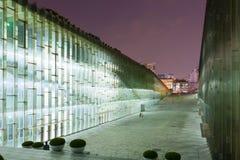 SEOUL, SÜDKOREA - 28. MÄRZ 2017: Nachtaufnahme der Untertagebibliothek der Universität Ewha-Frau - Seoul, Südkorea, am 28. März - Lizenzfreies Stockbild
