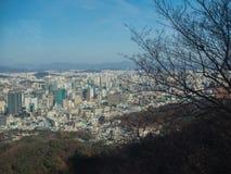 Seoul, Südkorea von einem Standpunkt lizenzfreie stockfotos