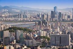 Seoul stad i dagsljus med Han River Royaltyfri Foto