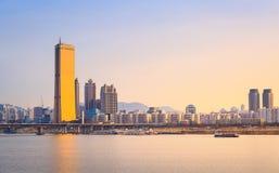 Seoul stad och Han River på Yeouido Royaltyfri Fotografi