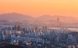 Seoul stad och Han River på Yeouido i Seoul Royaltyfri Foto