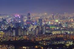 Seoul stad och i stadens centrum horisont i dimmig dag Royaltyfri Foto