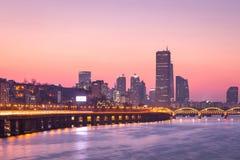 Seoul stad och skyskrapa, yeouido i solnedgången, Sydkorea royaltyfri foto