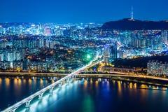 Seoul stad på natten fotografering för bildbyråer