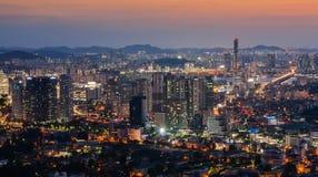 Seoul stad på natten Arkivfoton