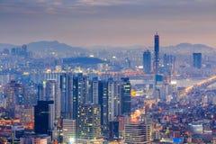 Seoul stad på natten Arkivbild