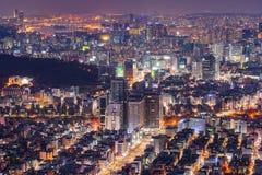 Seoul stadshorisont, den bästa sikten av Sydkorea på natten Royaltyfri Bild