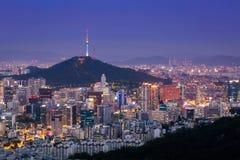 Seoul stadshorisont och torn för N Seoul Royaltyfria Foton
