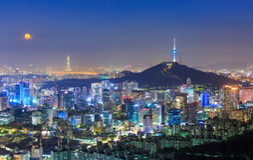 Seoul stadshorisont och torn för N Seoul Royaltyfri Fotografi