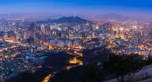 Seoul stadshorisont och torn för N Seoul i Seoul Arkivfoto
