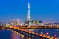 Seoul stadshorisont på Han River Seoul, Sydkorea Arkivfoton