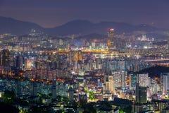 Seoul-Stadt-Skyline und Han River Lizenzfreie Stockfotos