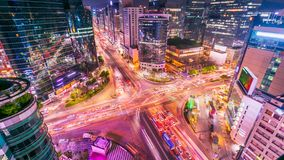 Seoul-Stadt und -verkehr an niaht Schnitt in Gangnam, Südkorea lizenzfreie stockfotografie