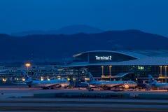 SEOUL SYDKOREA - APRIL 10, 2018: Nyligen öppnad terminal 2 på den Incheon flygplatsen arkivfoton