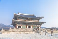SEOUL SYDKOREA - 17 Januari 2017: Gyeongbokgung slott som är berömd Arkivbilder