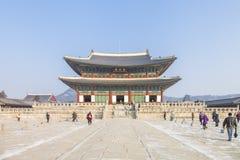 SEOUL SYDKOREA - 17 Januari 2017: Gyeongbokgung slott som är berömd Royaltyfri Bild