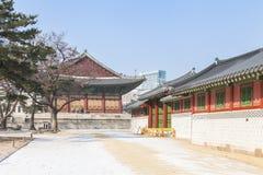 SEOUL SYDKOREA - 17 Januari 2017: Gyeongbokgung slott som är berömd Arkivfoto