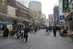 Seoul Sydkorea - 4 Januari 2019: Insadong huvudsaklig gata, Seoul, Sydkorea royaltyfri foto