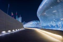 SEOUL SYDKOREA - MARS 15: Dongdaemun designPlaza Royaltyfria Bilder